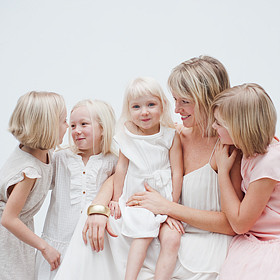 vancouver family photography of Shara lee and daughters